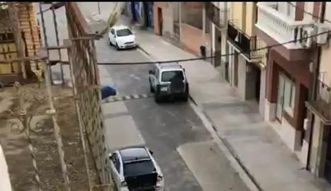 Persecució pels carrers d'Artesa.