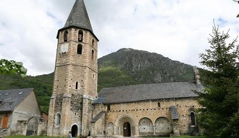 L'església de Sant Andrèu i la torre octogonal del campanar.