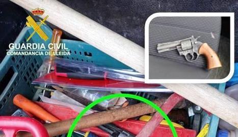 Imatge del revòlver, que era de fogueig però que havia estat modificat per disparar foc real.