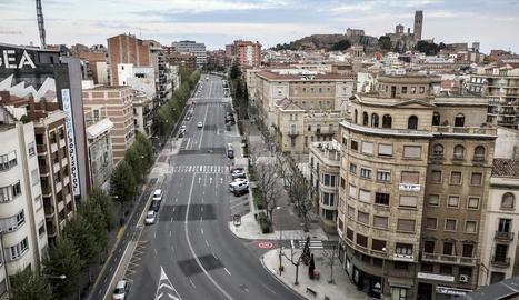 La ciutat de Lleida, un desert sense gairebé cotxes ni vianants pels carrers