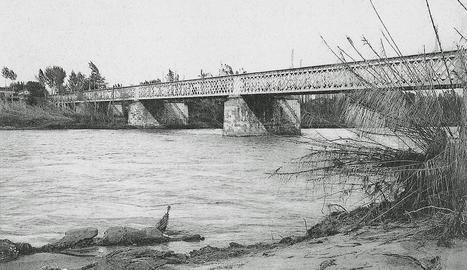 pont de ferro. El primer pont ferroviari tenia una sola via i era el més llarg d'Espanya.