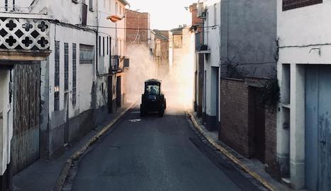 Desinfecten els carrers de Vilanova de Segrià i Fondarella
