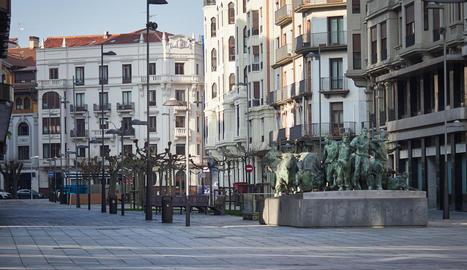 Carrers buits ahir a Pamplona.