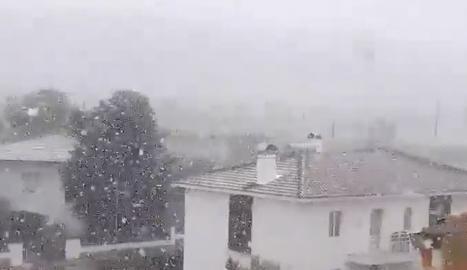 Neva en diversos punts de les comarques del pla de Lleida