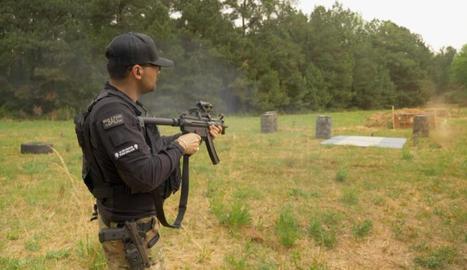 Un membre de la milícia evangèlica, en una demostració.