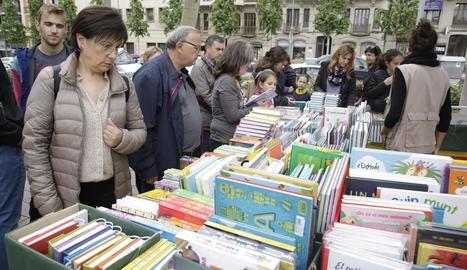 Parades de llibres la passada diada de Sant Jordi a Lleida, una imatge que enguany no es repetirà.