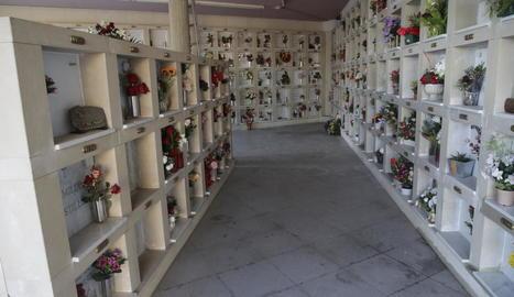 Una zona de columbaris al cementiri municipal de Lleida.