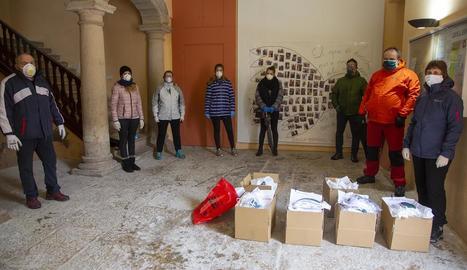 Voluntaris de Tornabous amb les mascaretes.