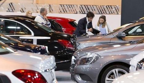 Imatge d'arxiu d'un saló de venda de cotxes, una de les activitats ara paralitzada.