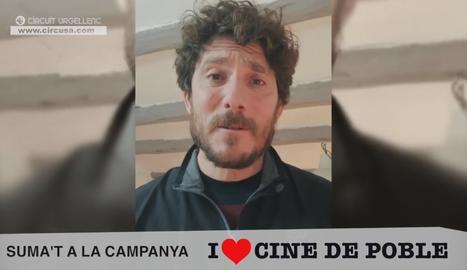 Un fotograma del vídeo en què l'actor Miquel Sitjar expressa el seu suport a la campanya 'I Love cine de poble' del Circuit Urgellenc.