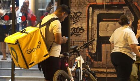 Un repartidor, coneguts com 'riders', de l'empresa Glovo.