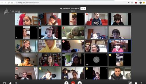 Pantalla en la qual apareixen alumnes de Maristes en una videoconferència.