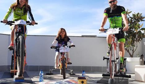 Una família, durant la seua participació ahir a la Challenge Tramdur Alpicat.
