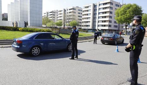 Control de trànsit de la Guàrdia Urbana divendres passat a la plaça Europa.