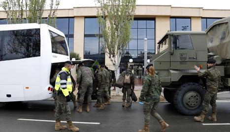 La brigada Aragó de l'exèrcit de terra arriba a la residència d'Alcarràs