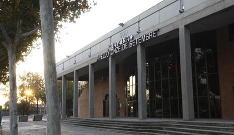 Imatge de la façana del pavelló Onze de Setembre de Lleida.
