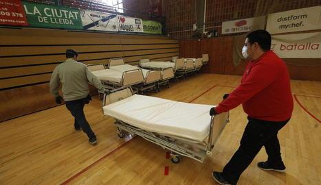 El pavelló Onze de Setembre ja compta amb llits per si Salut necessita utilitzar-lo com a hospital de campanya.