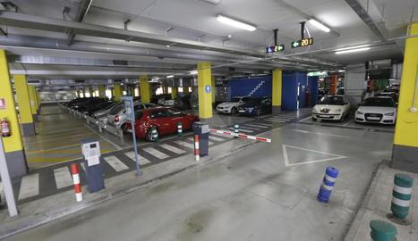 L'aparcament de l'hospital Arnau de Vilanova de Lleida.