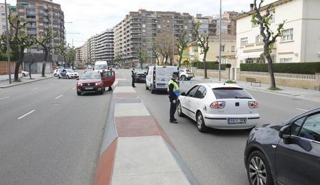 Un control a Lleida per comprovar sortides dels ciutadans.