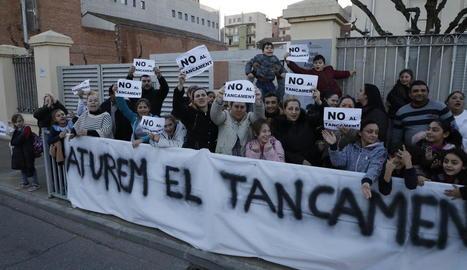 Imatge d'arxiu d'una de les protestes de l'Ampa davant del tancament del centre.