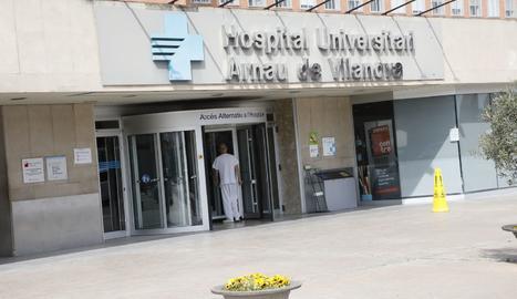 L'entrada principal a l'hospital Arnau de Vilanova de Lleida.