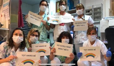 Foto de família de personal sanitari de Lleida.