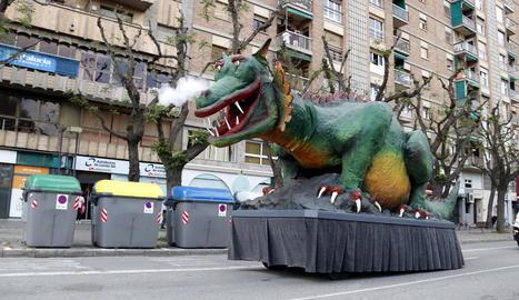 El Marraco recorre els carrers de Lleida per animar el Sant Jordi i agrair als lleidatans que es quedin a casa