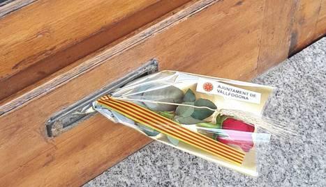 Un municipi de la Noguera reparteix roses per les cases