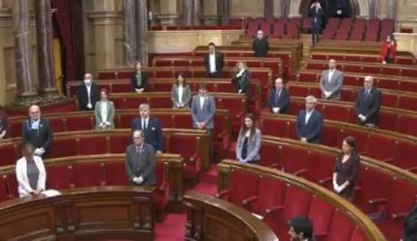 El ple del Parlament comença amb un minut de silenci per homenatjar les víctimes del coronavirus