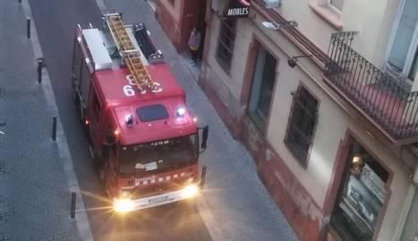 Un camió dels Bombers al carrer Germanetes.