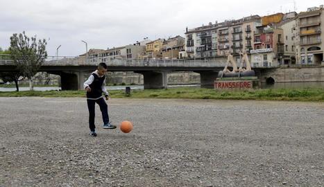 Els infants tornen de mica en mica als carrers i places dels municipis de les comarques de Lleida