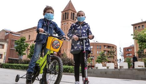 En patinet, bici o a peu, els nens van aprofitar l'hora