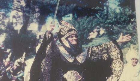 Jaume Mur va ser Caïd de la comparsa Banu-Hud de l'any 2002. l carrer Cavallers
