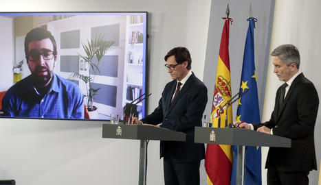 Els ministres Salvador Illa i Fernando Grande-Marlaska durant la roda de premsa d'aquest dilluns.