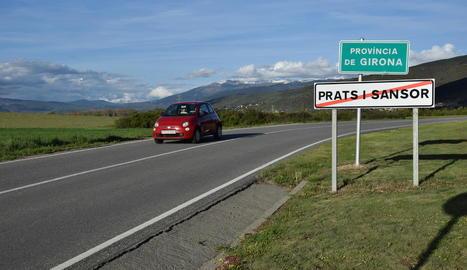 El municipi de Prats i Sansor marca el límit administratiu entre la Cerdanya lleidatana i la de Girona.