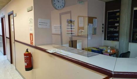Vista de la mampara instal·lada a l'oficina d'atenció al ciutadà als jutjats de Solsona.