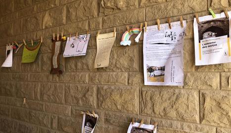 Els missatges que han anat penjant els veïns de Montgai al Portal del Migdia.
