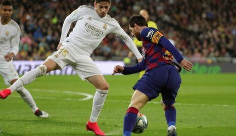 Messi, que ahir va fer 15 anys que va marcar el primer gol amb el Barça, en un partit contra el Madrid.