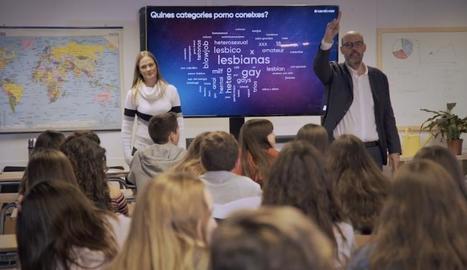 Jordi Basté acudeix a una classe sobre sexe digital.