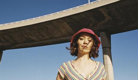 """La lleidatana Clara Vinyals és qui posa la veu a la banda de """"pop lluminós"""" Renaldo & Clara."""