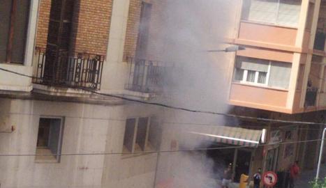 Imatge del foc d'ahir a la tarda a la ciutat de Lleida.
