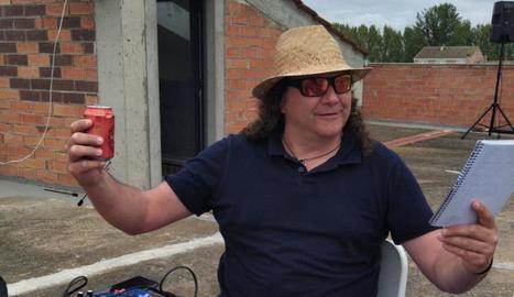 En Jordi Beltrán, Beltri, animador musical i locutor de bingo.