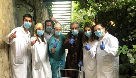 Imatge d'arxiu de celebració de l'alta d'un pacient a l'hotel-hospital Nastasi.