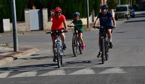 Veïns de Linyola, amb bicicleta el cap de setmana.