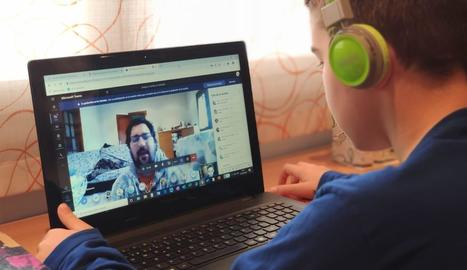 Els alumnes es comuniquen ara amb els docents de manera telemàtica.