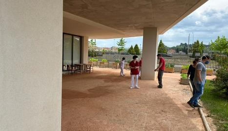 Visita dels tècnics per a l'ampliació del centre de dia.