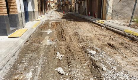 Els treballs per renovar paviment i serveis d'un tram del carrer Pare Palau.