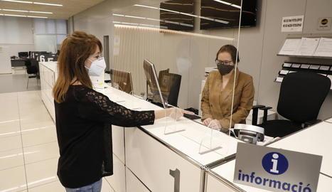 A l'OMAC ja han instal·lat les mampares de protecció.