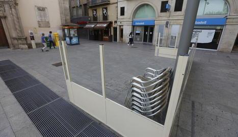La terrassa d'un establiment de l'Eix Comercial, ahir.