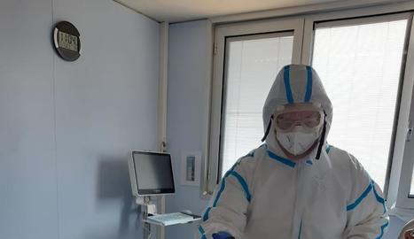 Atenció psicològica virtual a l'UCI - La tecnologia està resultant imprescindible per a tothom durant aquesta emergència sanitària, gràcies a la qual pacients ingressats a la Unitat de Cures Intensives (UCI) de l'Arnau de Vilanova tenen l ...